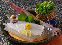 名物イカの活け造り 生きたいかの食感がこりこりで甘くて美味い