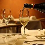 お料理と相性の良い 厳選したワインを取り揃え
