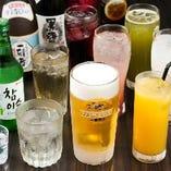 【充実ドリンク】 生マッコリをはじめ韓国伝統茶などがズラリ。