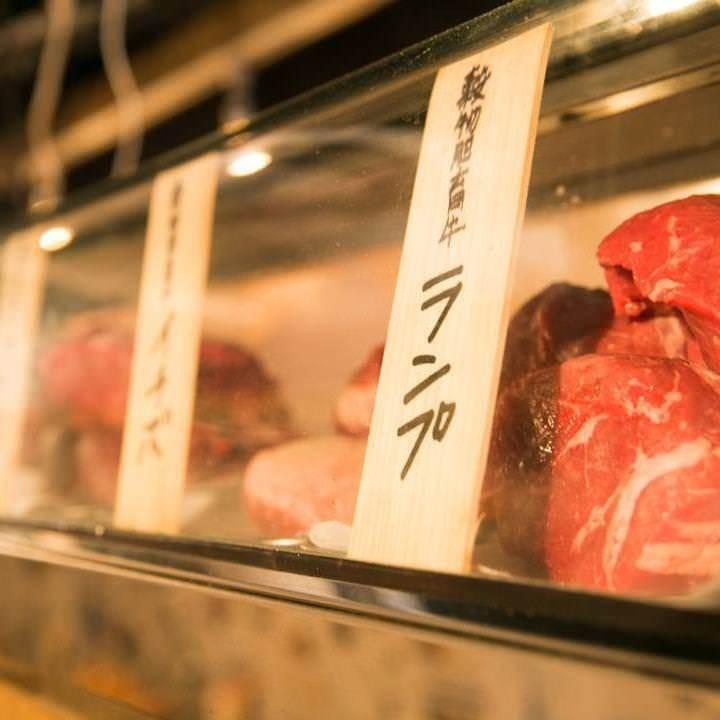 ネタケースを見て、その日の気分で食べごろのお肉をチョイス♪