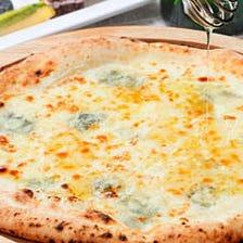 ゴルゴンゾーラチーズのピッツァ