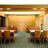 最大28名様まで可能なテーブルタイプのお部屋。