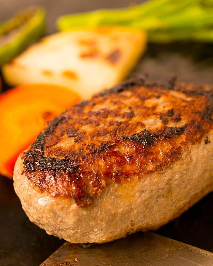 玉葱やつなぎは使わず丁寧にこねた 浅井食堂の特製ハンバーグ