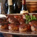 ビュッフェスタイルのパーティも承ります。浅井食堂ハンバーグもお召し上がりいただけます!