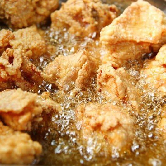鶏卸問屋直営店が作る鶏の唐揚げ
