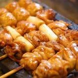 国産鶏の炭火串焼き。熟練の焼き職人が1本1本丁寧に焼き上げます