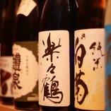 お料理に合った四季折々の日本酒を豊富に取り寄せています。