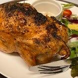 窯で焼く丸鶏はボリュームも味も抜群です!