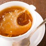 上湯フカヒレ姿入りスープ
