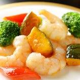 海老塩味炒め旬の野菜添え
