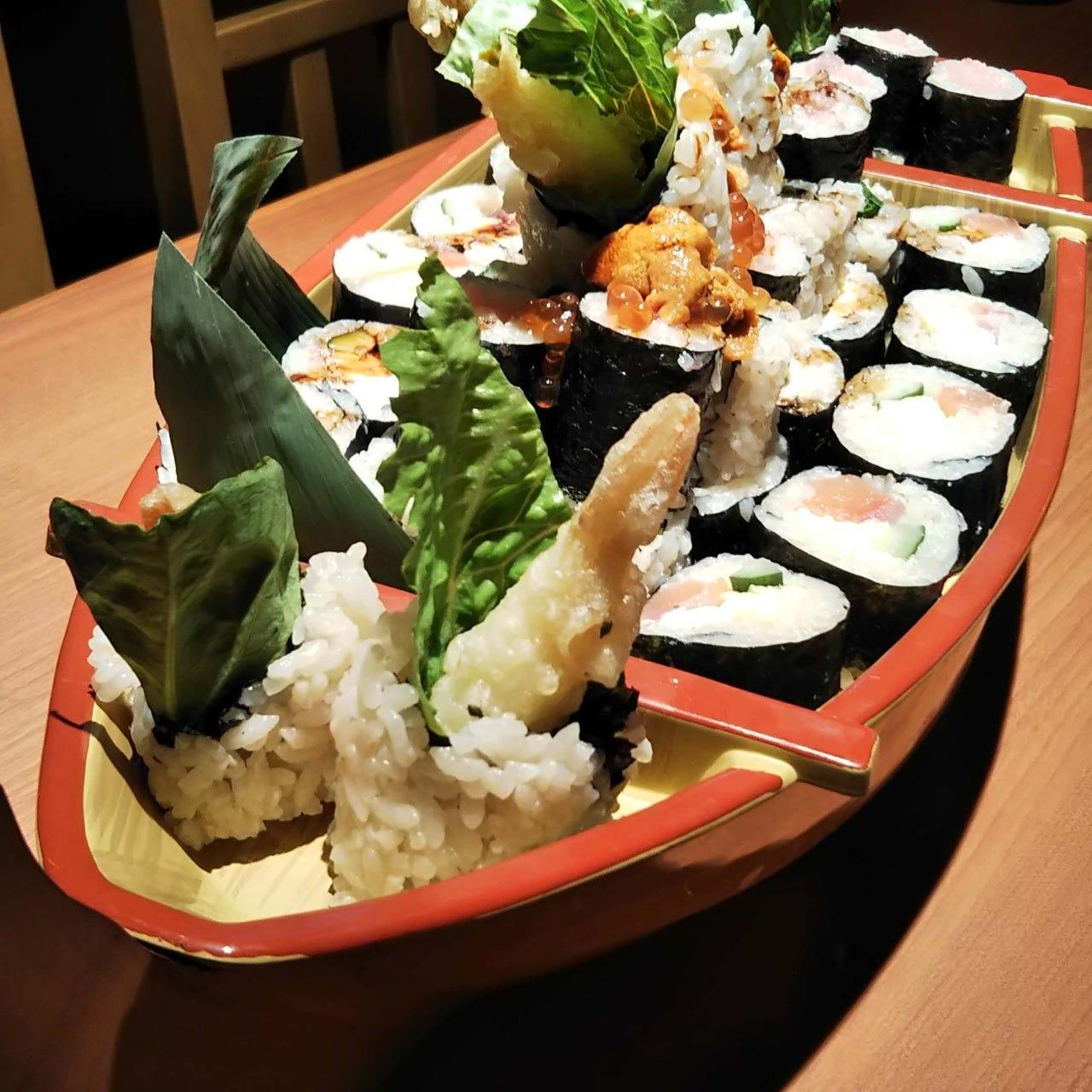 宴席に華を添える!豪華!寿司盛り宝船4000円⇒3000円(1台)