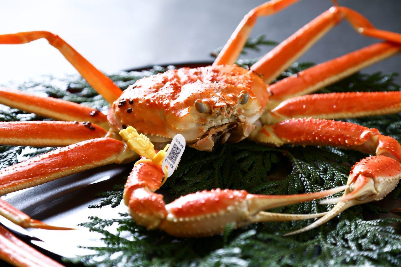 越前ズワイ蟹フルコース (「蟹刺し」「焼き蟹」それぞれ御二人様で一皿)