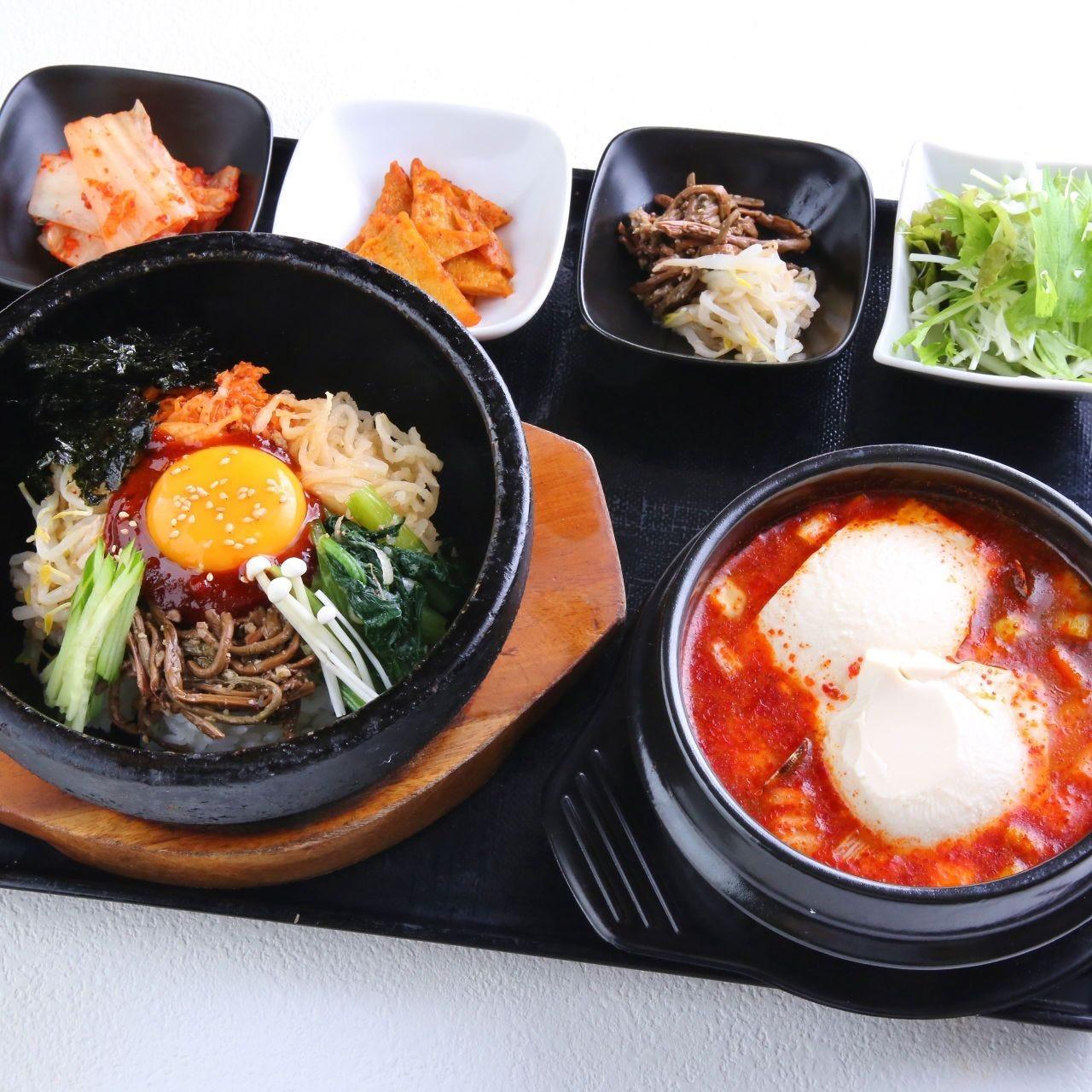 韓国惣菜の小鉢付きランチ950円~☆