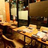 稼働タイプのテーブル席では、ご利用人数に合わせたお席のご案内が可能
