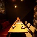 テーブルや椅子、ドアノブなど共用部分は 開店前閉店後、お客様の入れ替わりに都度消毒を徹底しています