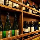 人気の高い獺祭や岐阜の恵那山など全国の銘酒を揃えております