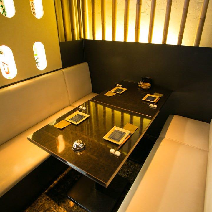 会食や接待にご利用頂ける半個室。4名様から最大6名様まで対応。