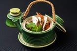 日本料理の基本、出汁の旨味と素材の味が調和する「土瓶蒸し」。