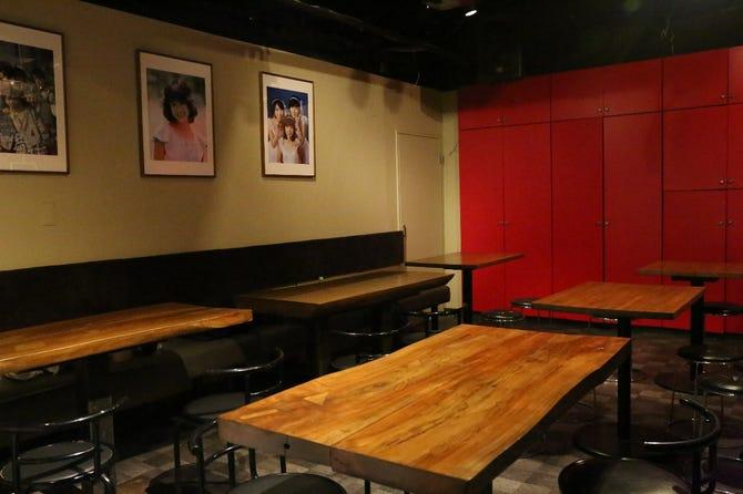 バー 昭和 歌謡 店内には懐かしのグッズや雑誌が! 昭和歌謡バー「歌京」は圧倒的な癒しの店