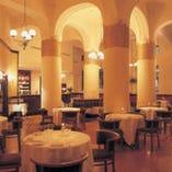 室内はウィーンの芸術様式で統一