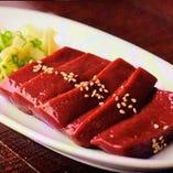 生肉料理も豊富!超新鮮【レバーステーキ】も大人気