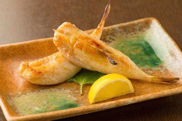 市場から仕入れた新鮮な魚料理