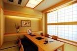 落ち着いた雰囲気の掘りごたつ式個室もご利用下さいませ。