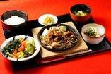 モツのスタミナ炒め定食