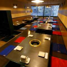 1F37席、2F60席の広々テーブル席