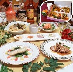 「スズキの桜ムニエル レモンバターソース」と「チキンと筍のグリル」コース