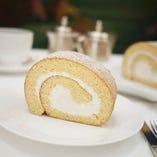 【テイクアウトメニュー】ロールケーキ【¥1,100~】( ミルク、メープル、期間限定マロンの3種ご用意しております。)