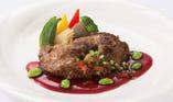 【メインが選べるランチブッフェ】マグロほほ肉のステーキ 赤ワイン風味のソース