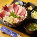 平日11:30〜14:00は旬の魚がお得に味わえるランチ7種をご提供