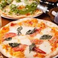 手作りのパリパリ生地・ボリュームたっぷりピザ