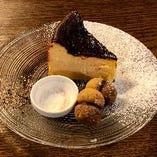 濃厚カマンベールとクリームチーズのバスク風チーズケーキ