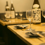 広い天面のダイニングテーブルで快適にお食事をお楽しみください