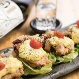 チキン南蛮など一手間かけた創作料理も多数お目見え!
