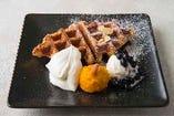 【シーズン限定】クリームチーズアイスと北海道産かぼちゃのクロワッサンワッフル