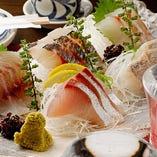瀬戸内海の漁港から直接届く新鮮な地魚をお刺身でご堪能ください