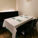 <2~4名様>上品で清潔感漂う空間『テーブル席』