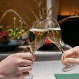 大切な日をお祝いするお食事会は、ワイングラスを重ねる華やかなひと時からスタートしませんか?