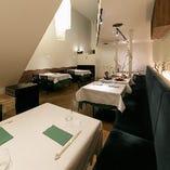 2~4名様までのお食事には、1階のお席もおすすめ。