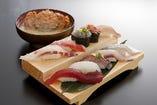 寿司メニューには、かにが一杯入ったかに汁付き!