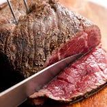 毎日17時に焼き上がる国産黒毛牛のローストビーフ