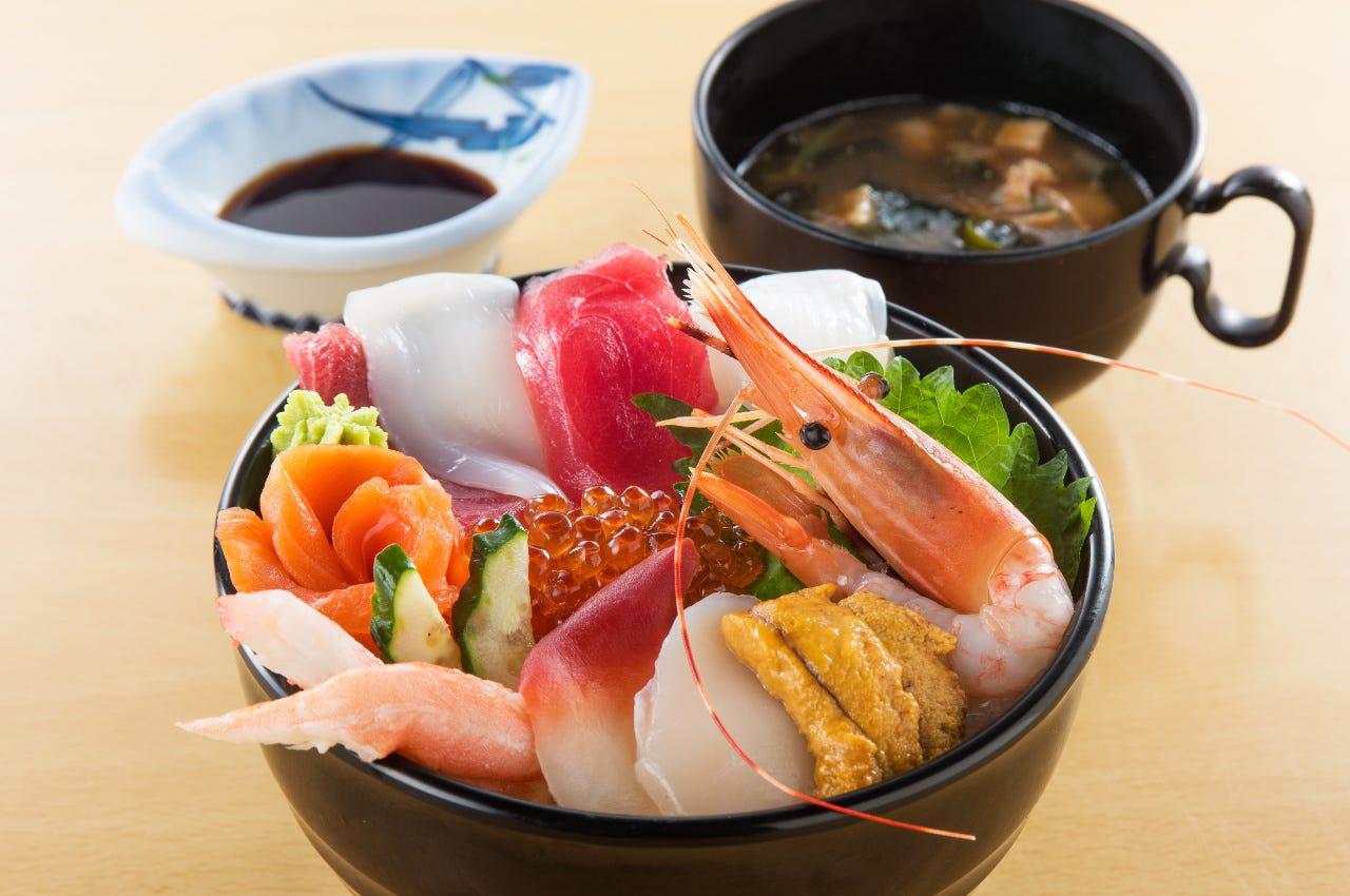 新鮮魚貝を使って! 松島ぜいたく丼