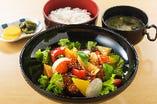 鶏と季節野菜の黒酢あんかけ定食