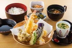 レストラン 四季亭
