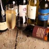 イタリア、フランス、スペイン、ドイツからアメリカ、チリ、アルゼンチン、オーストラリアに国産ワインなど常時入れ替わります!