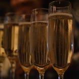 お祝いにみんなで乾杯!!
