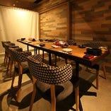 【テーブル席】少人数~大人数まで、人数に応じてアレンジ可能な個室。(2~30名様)